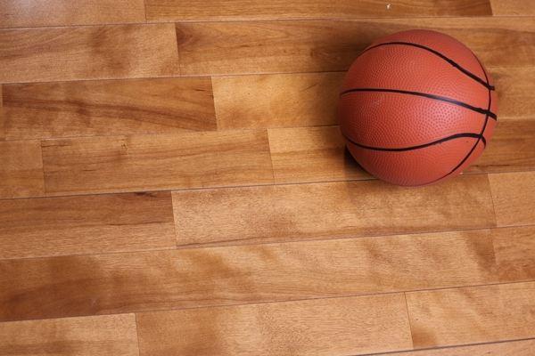 篮球场木地板是如何控温的