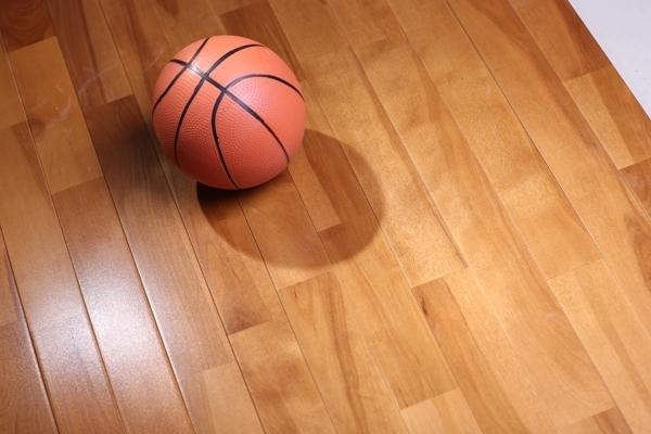 运动场馆木地板多少钱一平方米