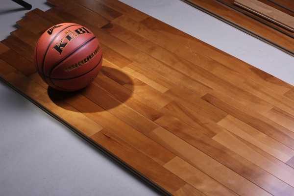 离水远点! 体育馆运动木地板的起鼓原因