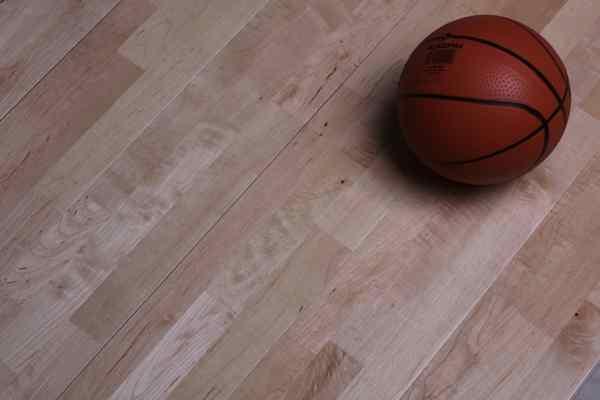 长春一个标准篮球场多少钱